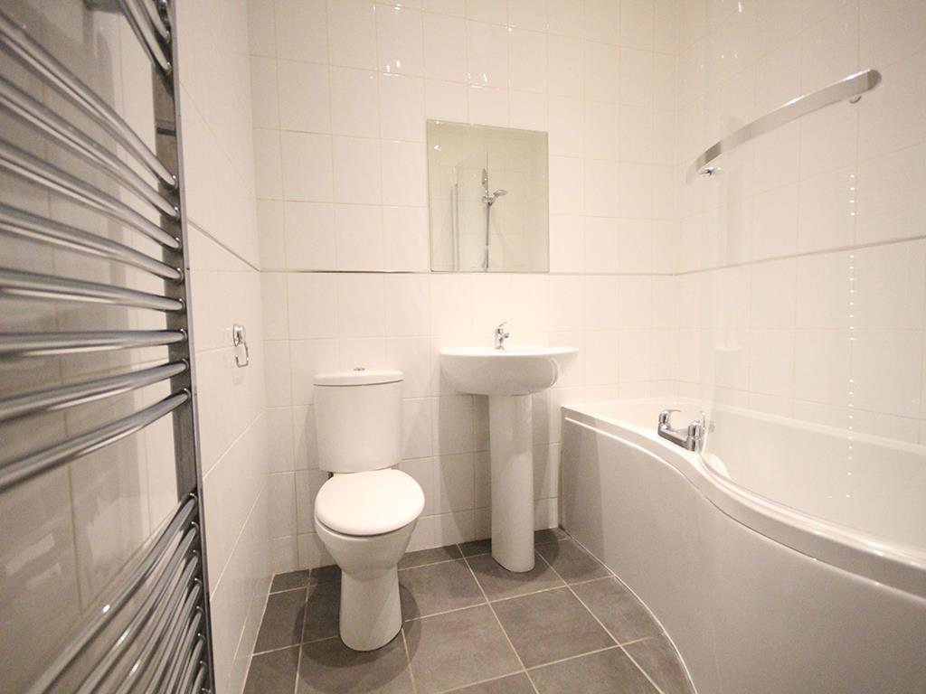 2 bedroom apartment For Sale in Colne - IMG_1351.jpg
